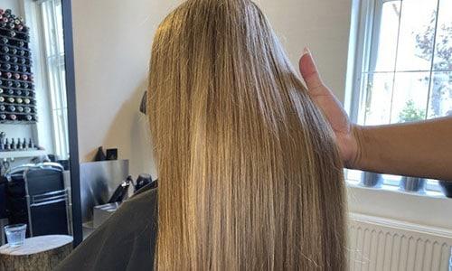 Klipning og farvning af hår